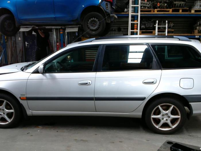 Toyota Avensis (T22) 1.8 16V VVT-i (klik op de afbeelding voor de volgende foto)  (klik op de afbeelding voor de volgende foto)  (klik op de afbeelding voor de volgende foto)  (klik op de afbeelding voor de volgende foto)  (klik op de afbeelding voor de volgende foto)  (klik op de afbeelding voor de volgende foto)  (klik op de afbeelding voor de volgende foto)