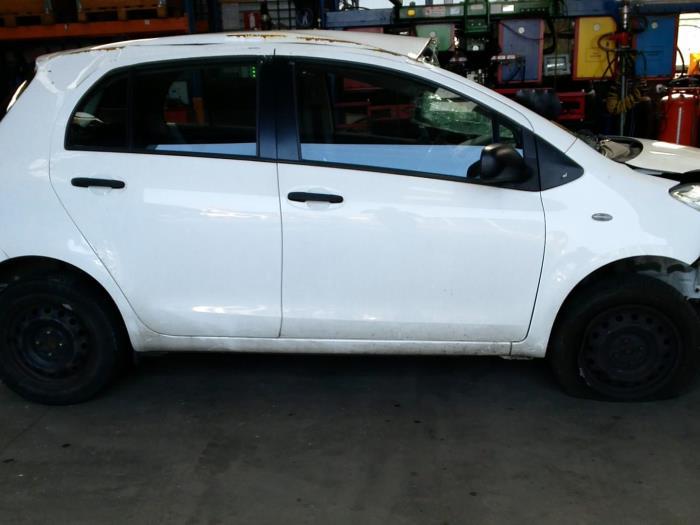 Toyota Yaris II (P9) 1.33 16V Dual VVT-I (klik op de afbeelding voor de volgende foto)  (klik op de afbeelding voor de volgende foto)  (klik op de afbeelding voor de volgende foto)  (klik op de afbeelding voor de volgende foto)