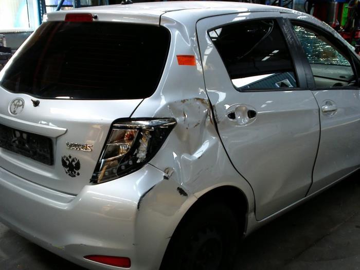 Toyota Yaris III (P13) 1.33 16V Dual VVT-I (klik op de afbeelding voor de volgende foto)  (klik op de afbeelding voor de volgende foto)  (klik op de afbeelding voor de volgende foto)