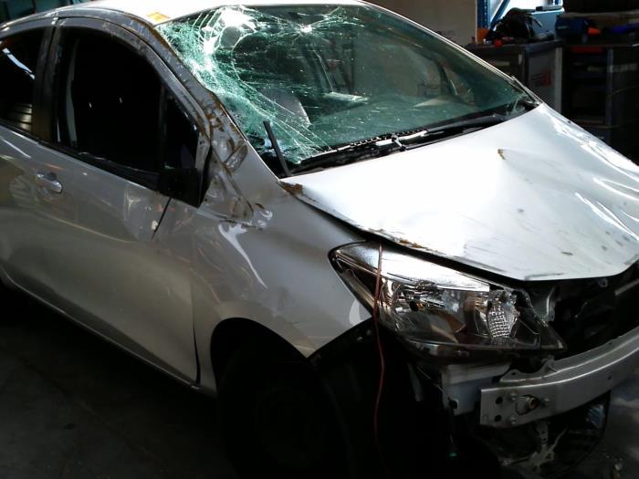 Toyota Yaris III (P13) 1.33 16V Dual VVT-I (klik op de afbeelding voor de volgende foto)  (klik op de afbeelding voor de volgende foto)  (klik op de afbeelding voor de volgende foto)  (klik op de afbeelding voor de volgende foto)  (klik op de afbeelding voor de volgende foto)