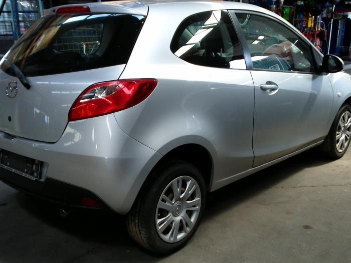Mazda 2 (DE) 1.3 16V S-VT (klik op de afbeelding voor de volgende foto)  (klik op de afbeelding voor de volgende foto)  (klik op de afbeelding voor de volgende foto)