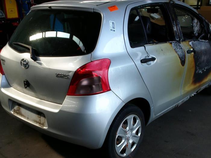 Toyota Yaris II (P9) 1.3 16V VVT-i (Klicken Sie auf das Bild für das nächste Foto)  (Klicken Sie auf das Bild für das nächste Foto)  (Klicken Sie auf das Bild für das nächste Foto)
