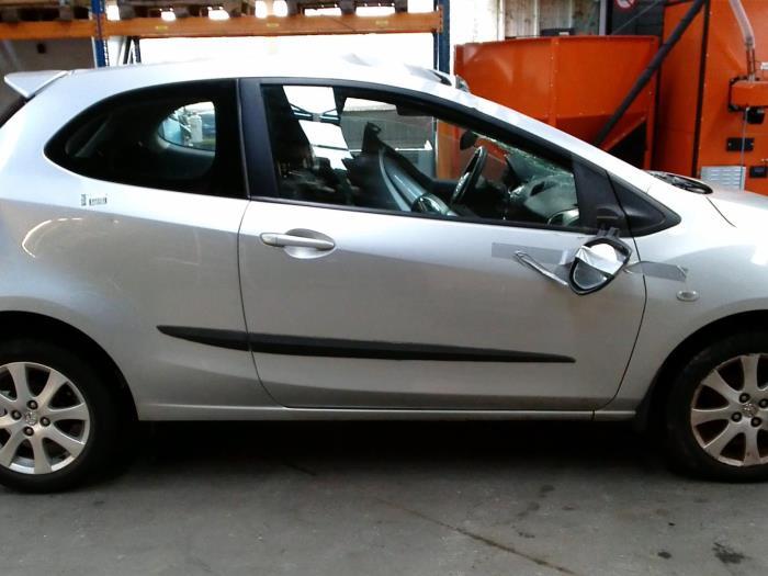 Mazda 2 (DE) 1.3 16V S-VT (klik op de afbeelding voor de volgende foto)  (klik op de afbeelding voor de volgende foto)  (klik op de afbeelding voor de volgende foto)  (klik op de afbeelding voor de volgende foto)