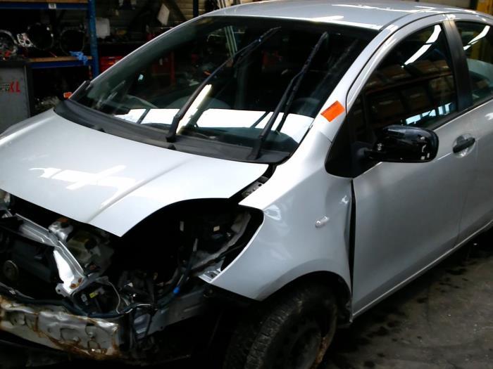 Toyota Yaris II (P9) 1.0 12V VVT-i (klik op de afbeelding voor de volgende foto)  (klik op de afbeelding voor de volgende foto)  (klik op de afbeelding voor de volgende foto)  (klik op de afbeelding voor de volgende foto)  (klik op de afbeelding voor de volgende foto)  (klik op de afbeelding voor de volgende foto)  (klik op de afbeelding voor de volgende foto)  (klik op de afbeelding voor de volgende foto)
