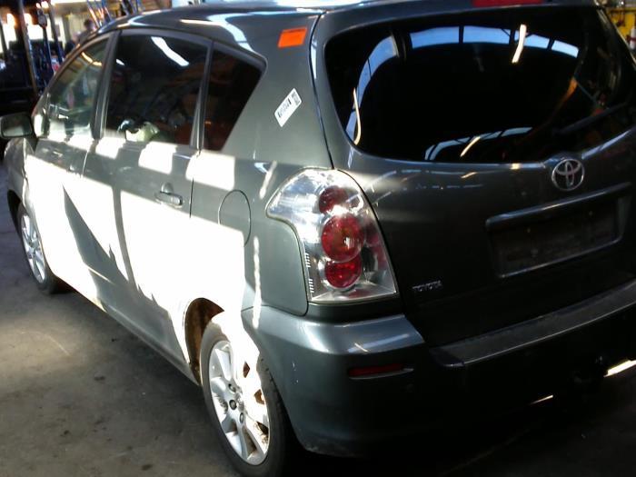 Toyota Corolla Verso (R10/11) 2.2 D-4D 16V Cat Clean Power (klik op de afbeelding voor de volgende foto)