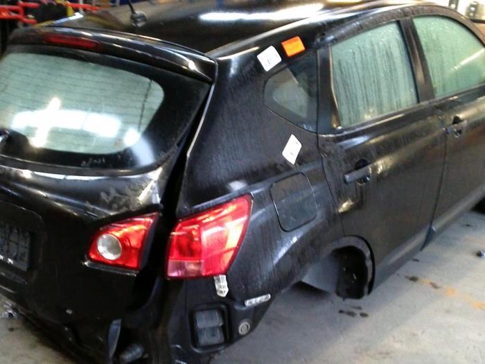 Nissan Qashqai (J10) 2.0 16V (klik op de afbeelding voor de volgende foto)  (klik op de afbeelding voor de volgende foto)  (klik op de afbeelding voor de volgende foto)
