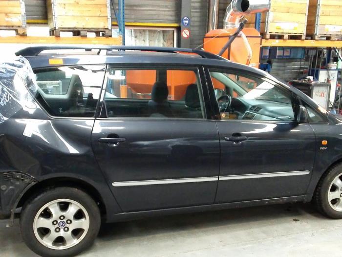 Toyota Avensis Verso (M20) 2.0 16V VVT-i D-4 (klik op de afbeelding voor de volgende foto)  (klik op de afbeelding voor de volgende foto)  (klik op de afbeelding voor de volgende foto)  (klik op de afbeelding voor de volgende foto)