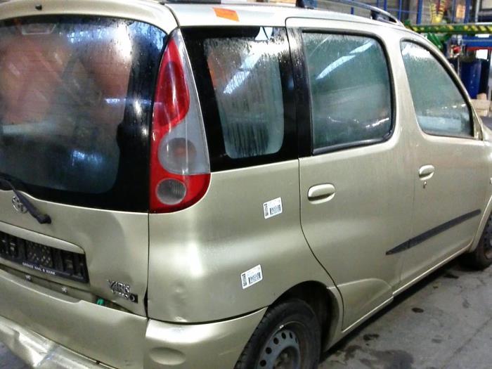 Toyota Yaris Verso (P2) 1.5 16V (klik op de afbeelding voor de volgende foto)  (klik op de afbeelding voor de volgende foto)  (klik op de afbeelding voor de volgende foto)