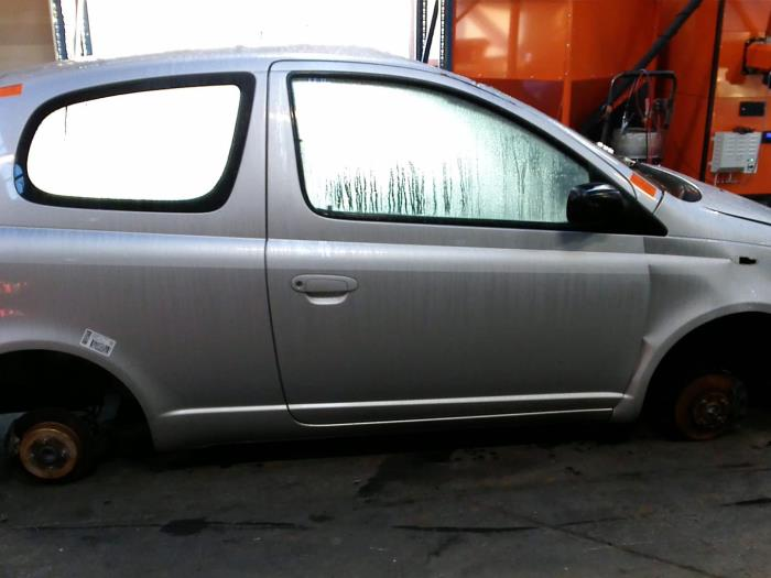 Toyota Yaris (P1) 1.3 16V VVT-i (klik op de afbeelding voor de volgende foto)  (klik op de afbeelding voor de volgende foto)  (klik op de afbeelding voor de volgende foto)  (klik op de afbeelding voor de volgende foto)