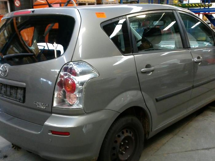 Toyota Corolla Verso (R10/11) 1.8 16V VVT-i (klik op de afbeelding voor de volgende foto)  (klik op de afbeelding voor de volgende foto)  (klik op de afbeelding voor de volgende foto)