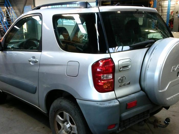 Toyota RAV4 (A2) 1.8 16V VVT-i 4x2 (klik op de afbeelding voor de volgende foto)