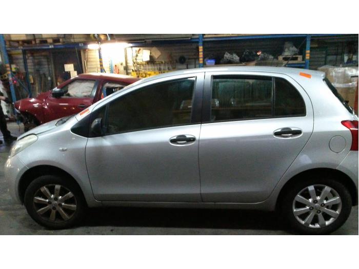 Toyota Yaris II (P9) 1.0 12V VVT-i (klik op de afbeelding voor de volgende foto)  (klik op de afbeelding voor de volgende foto)  (klik op de afbeelding voor de volgende foto)  (klik op de afbeelding voor de volgende foto)  (klik op de afbeelding voor de volgende foto)  (klik op de afbeelding voor de volgende foto)  (klik op de afbeelding voor de volgende foto)