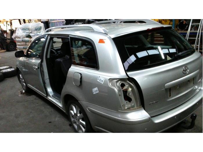 Toyota Avensis Wagon (T25/B1E) 2.2 D-4D 16V D-CAT (klik op de afbeelding voor de volgende foto)