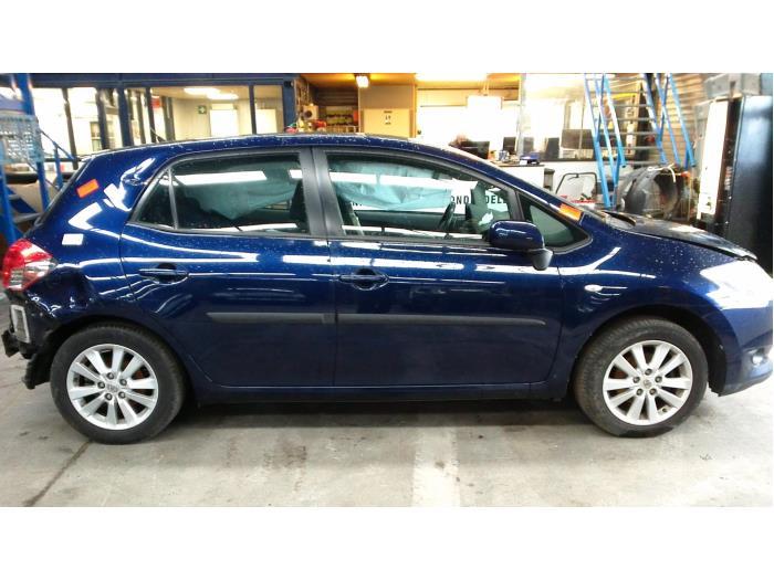 Toyota Auris (E15) 1.6 Dual VVT-i 16V (klik op de afbeelding voor de volgende foto)  (klik op de afbeelding voor de volgende foto)  (klik op de afbeelding voor de volgende foto)  (klik op de afbeelding voor de volgende foto)