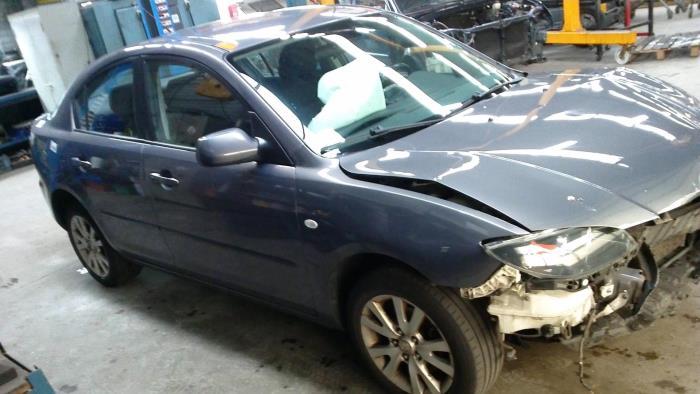 Mazda 3 (BK12) 1.6i 16V (klik op de afbeelding voor de volgende foto)  (klik op de afbeelding voor de volgende foto)  (klik op de afbeelding voor de volgende foto)  (klik op de afbeelding voor de volgende foto)  (klik op de afbeelding voor de volgende foto)