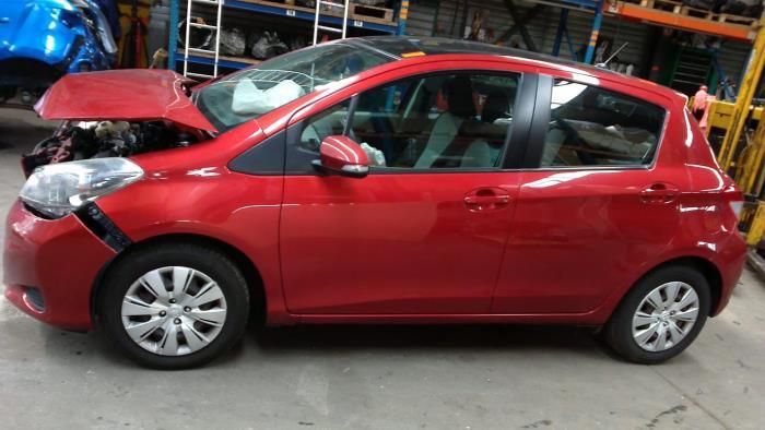 Toyota Yaris III (P13) 1.4 D-4D-F (klik op de afbeelding voor de volgende foto)  (klik op de afbeelding voor de volgende foto)  (klik op de afbeelding voor de volgende foto)  (klik op de afbeelding voor de volgende foto)