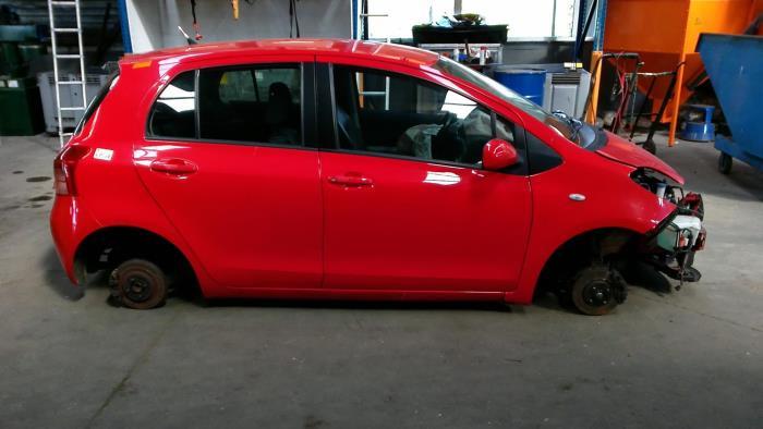 Toyota Yaris II (P9) 1.3 16V VVT-i (klik op de afbeelding voor de volgende foto)  (klik op de afbeelding voor de volgende foto)  (klik op de afbeelding voor de volgende foto)  (klik op de afbeelding voor de volgende foto)