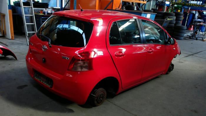 Toyota Yaris II (P9) 1.3 16V VVT-i (klik op de afbeelding voor de volgende foto)  (klik op de afbeelding voor de volgende foto)  (klik op de afbeelding voor de volgende foto)