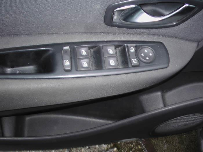 Renault Scenic - Picture 3 / 4