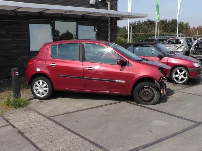 Renault Clio - Picture 1 / 3