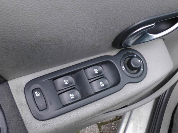 Renault Modus - Image 2 / 4