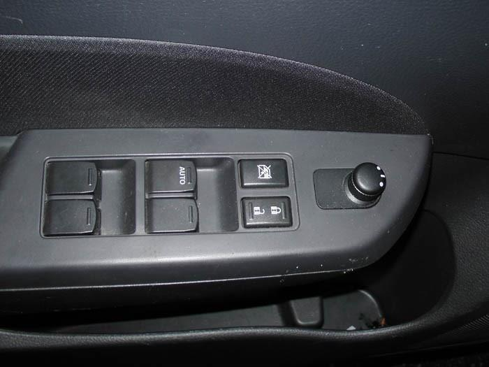 Suzuki Swift - Image 4 / 5