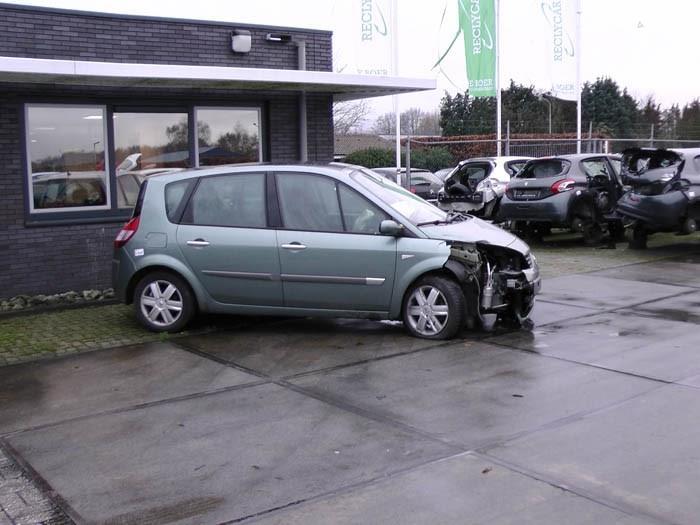 Renault Megane Scenic - Image 1 / 3