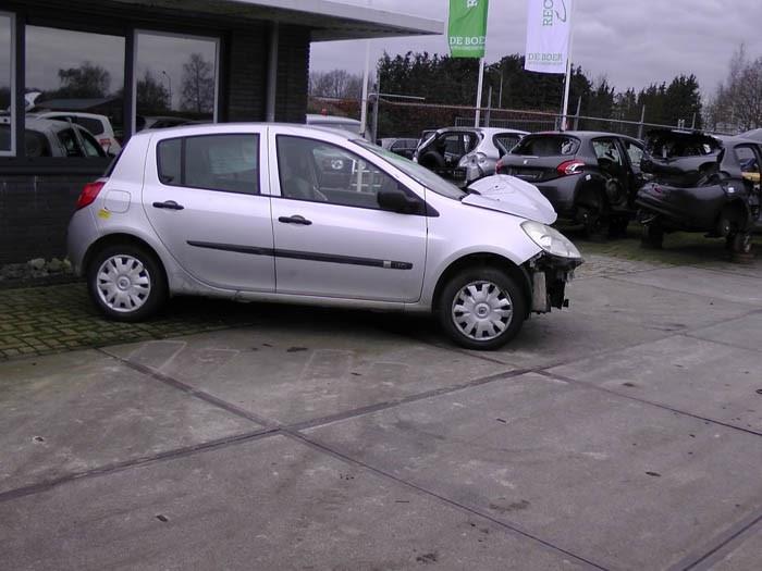 Renault Clio - Image 1 / 2
