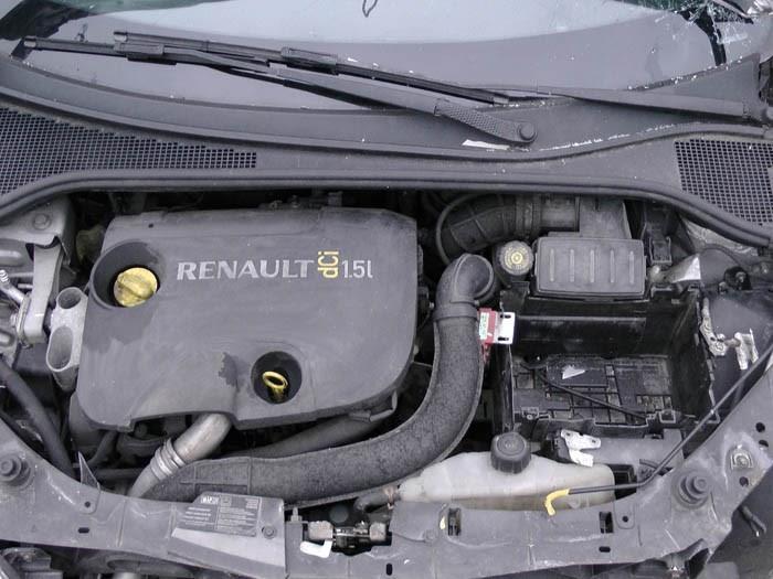 Renault Clio - Image 2 / 2