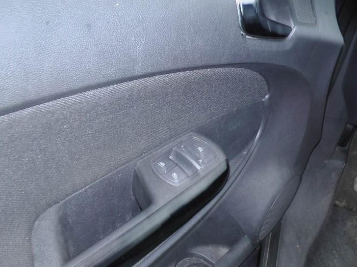 Opel Corsa - Image 2 / 4