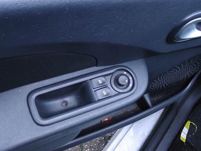 Renault Twingo - Image 2 / 3