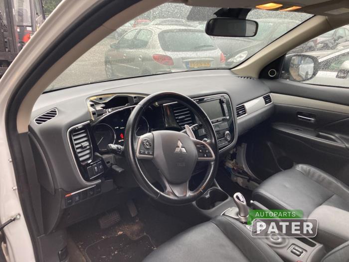 Mitsubishi Outlander 2.0 16V PHEV 4x4 Sloopvoertuig (2013, Wit)
