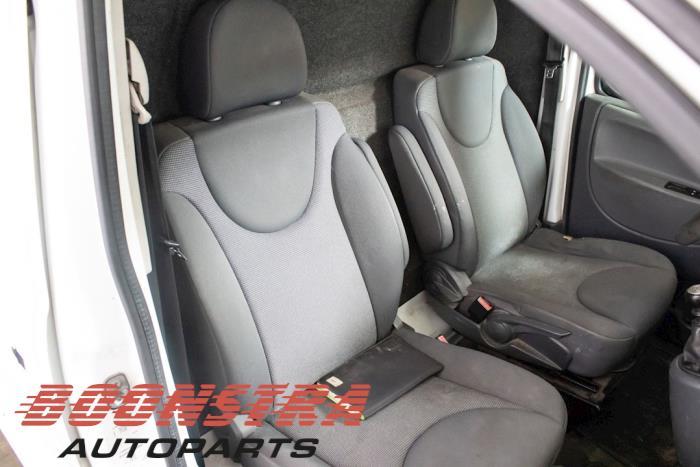 Peugeot Expert (G9), Van, 2007 / 2016<br><small>2.0 HDi 120, Bestel, Diesel, 1.997cc, 88kW, FWD, DW10UTED4; RHG, 2008-10 / 2011-12, XDRHG; XSRHG; XTRHG; XURHG; XVRHG</small>