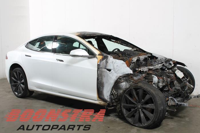 Tesla Model S, Hatchback, 2012<br><small>75D, Hatchback, Elektrisch, 386kW, 4x4, L2S, 2016-06</small>