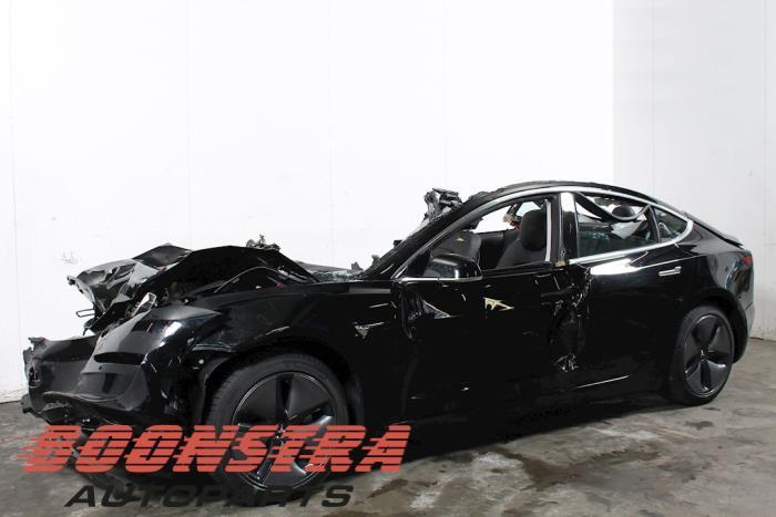 Tesla Model 3 LR Dual Motor 2018-06 / 0-00
