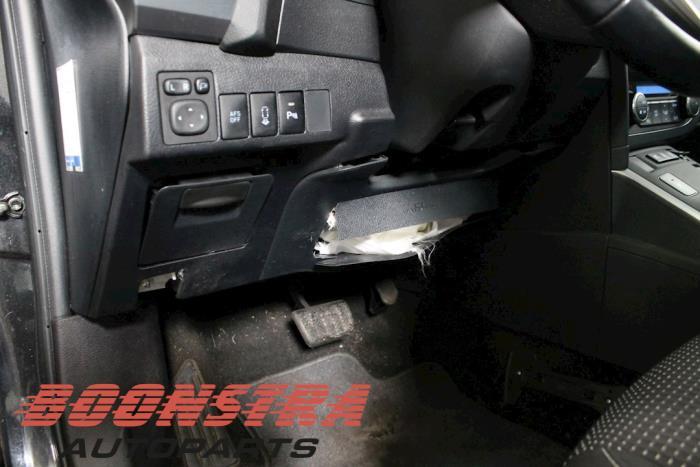 Toyota Auris Touring Sports (E18), Combi, 2013 / 2018<br><small>1.8 16V Hybrid, Combi/o, Elektrisch Benzine, 1.798cc, 73kW, FWD, 2ZRFXE, 2013-07 / 2018-12, ZWE186L-DW; ZWE186R-DW</small>