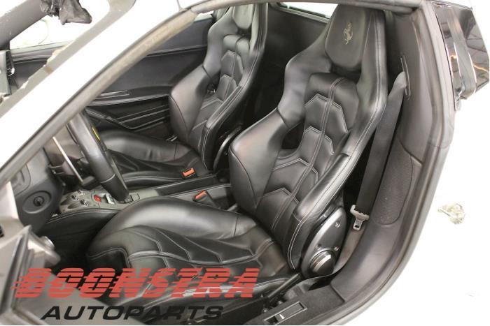 Ferrari 458 Spider, Cabrio, 2011 / 2015<br><small>4.5 V8 32V DCT, Cabrio, Benzine, 4.499cc, 416kW, RWD, F136FB, 2011-09 / 2015-09, F142ADE</small>