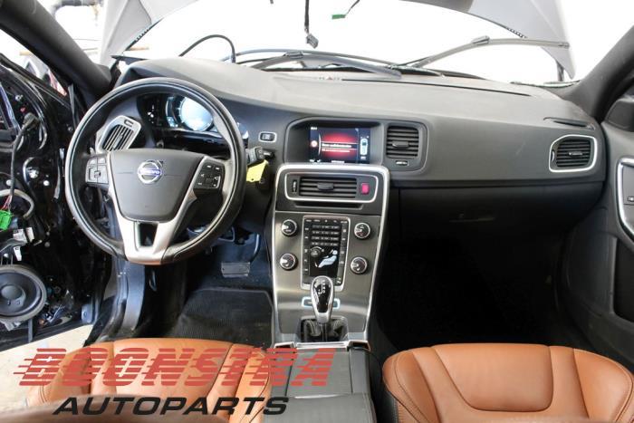 Volvo V60 (FW/GW), Combi, 2010<br><small>2.4 D6 20V Plug-in Hybrid AWD, Combi/o, Elektrisch Diesel, 2.401cc, 158kW, 4x4, D82PHEV, 2012-06 / 2015-12, GWAA</small>