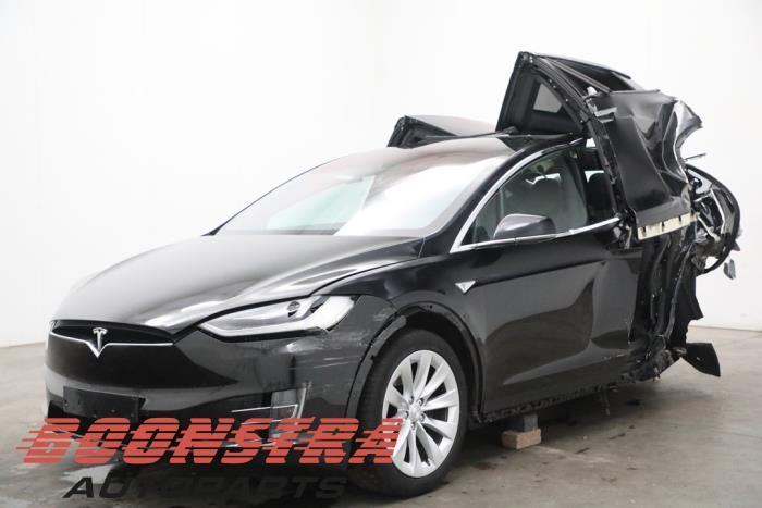 Tesla Model X 90D 2015-09 / 0-00