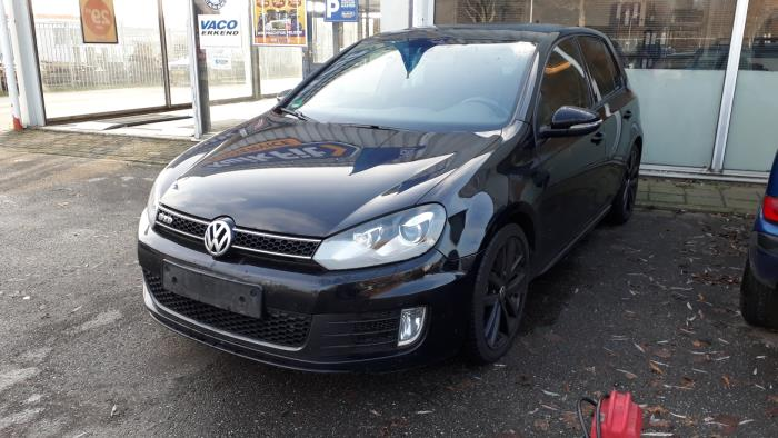 Volkswagen Golf - 3687196