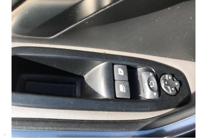 Peugeot 208 - V10515