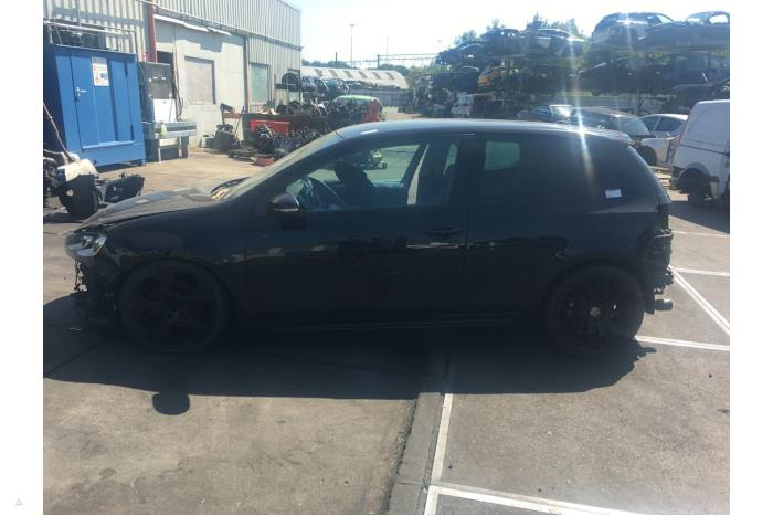 Volkswagen Golf - 5990795