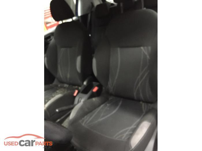 Peugeot 208 - V10794