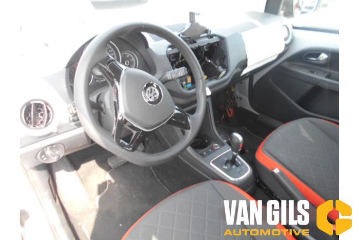 Volkswagen UP 11- 2016  CHYB 6