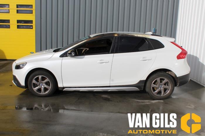 Volvo V40 2013  D4162T 7
