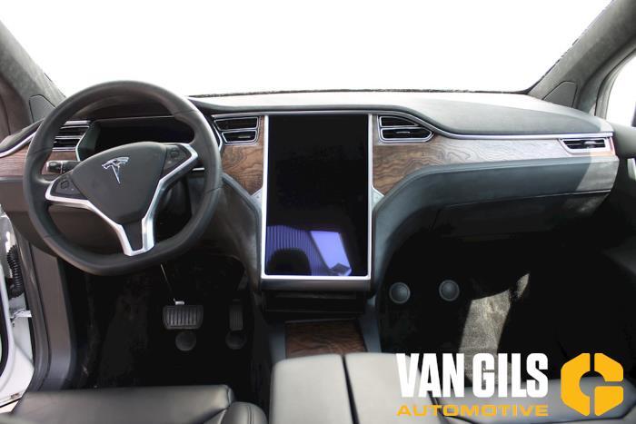 Tesla Model X 2017  L2S 11