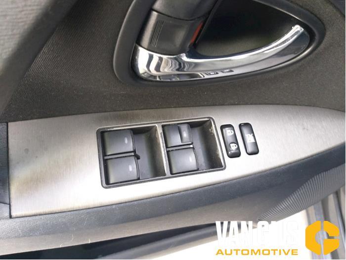Toyota Avensis 2010  3ZRFAE 12