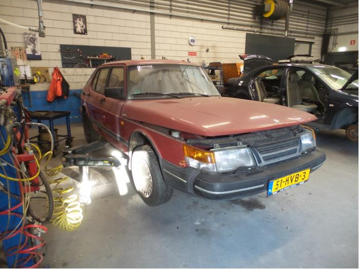 Saab 900 van 1988 met 378634 kilometer