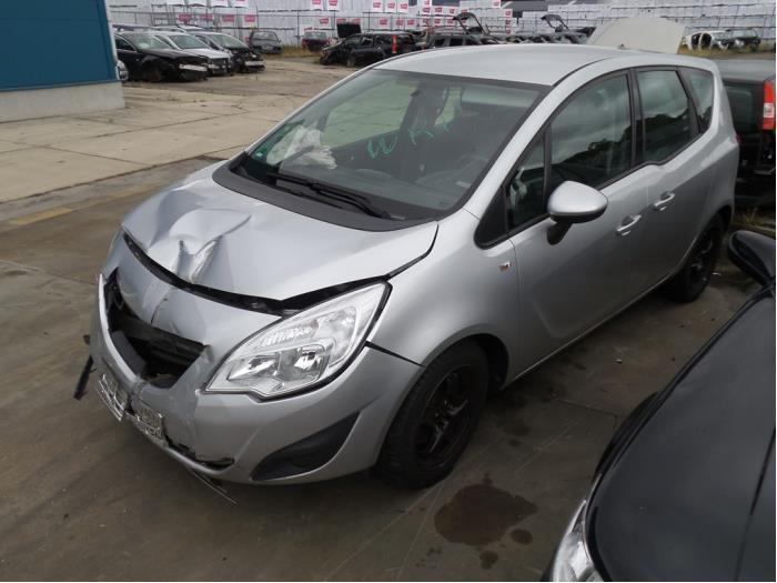 Opel Meriva B 10- van 2010 met 98690 kilometer