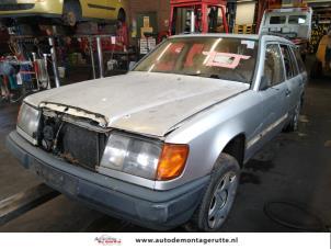 Demontage auto Mercedes E-Klasse 1990-1990 203822